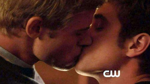 90210-gaykiss-01