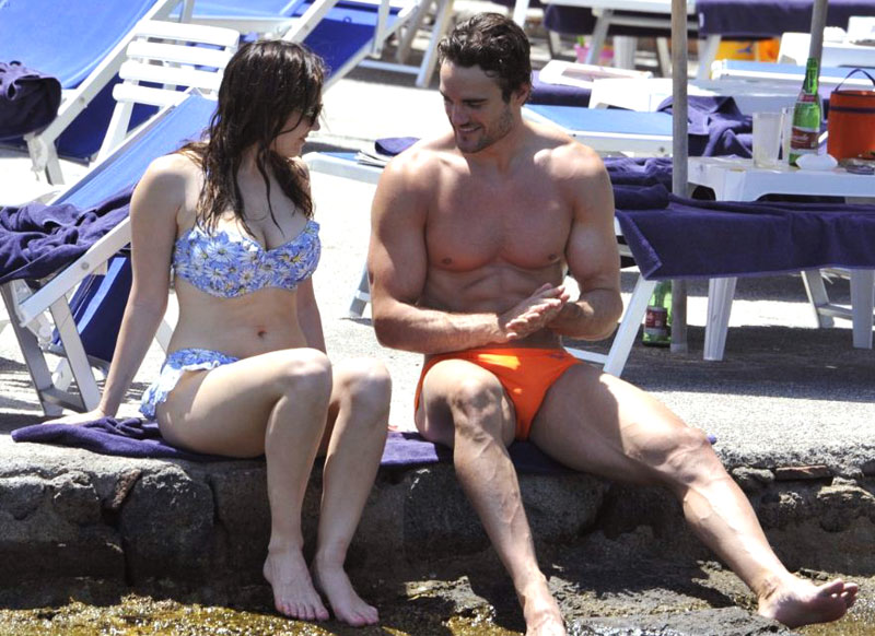 Thom-evans-holiday-01