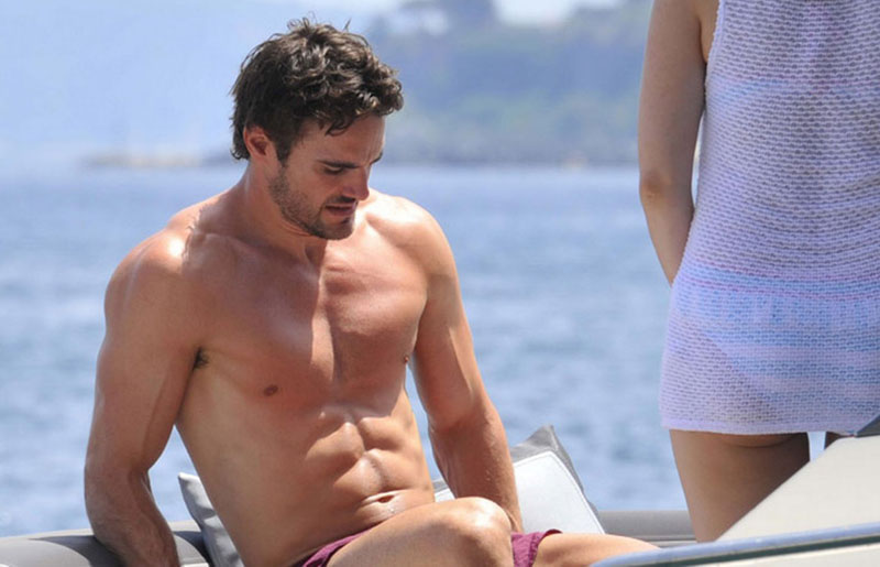 Thom-evans-holiday-03