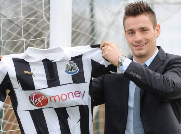 Mathieu-debuchy-newcastle-01