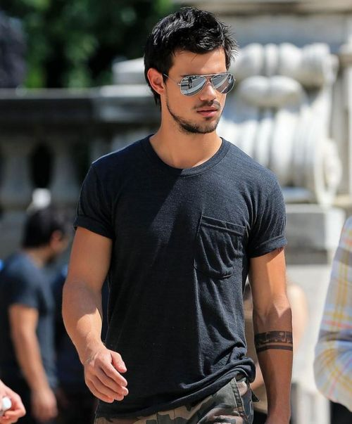 Taylor-lautner-tracers-32