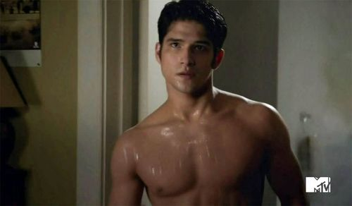 Tyler-posey-grindr-10