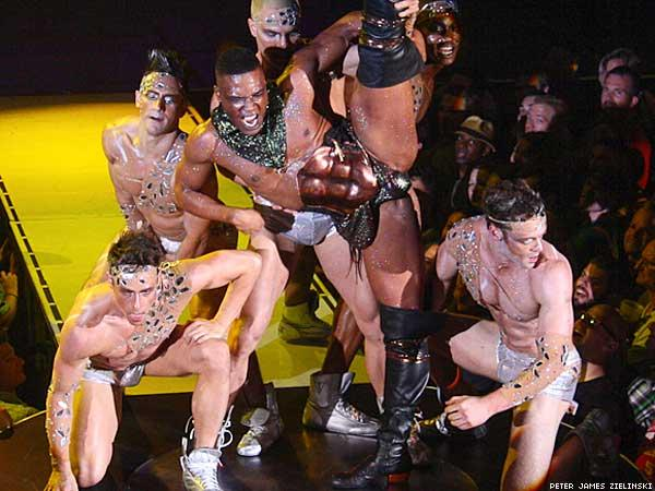 broadwaybares-06.jpg