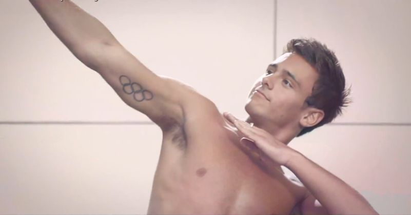 tom-daley-striptease-09.JPG