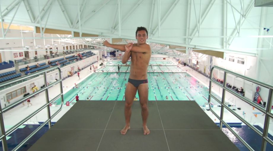 tom-daley-striptease-18.JPG
