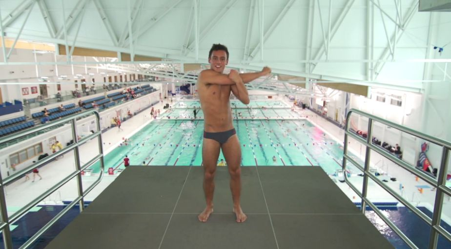 tom-daley-striptease-19.JPG