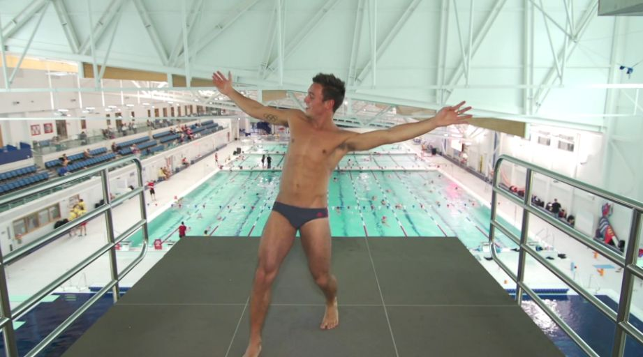 tom-daley-striptease-21.JPG